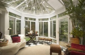 What Is the Difference Between a Sunroom and a Conservatory?